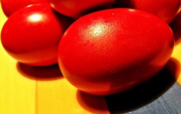 Rote Eier, Ostereier
