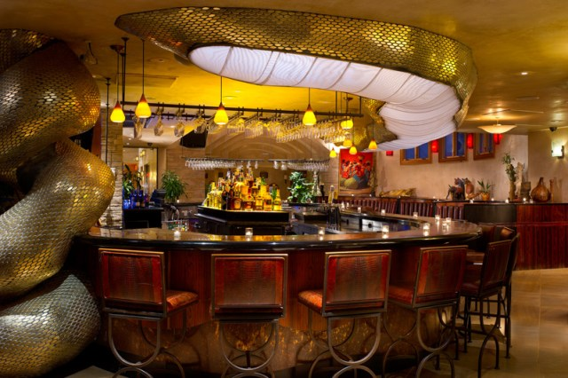 Taos-El-Monte-Sagrado-Dining-Anaconda_Bar