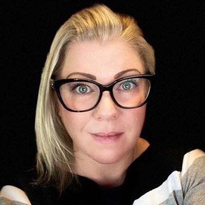 Amy Mushinski, Headshot