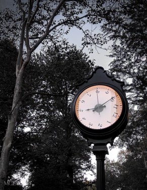 The 'Confounding' Clock with Rotating Face to Warp Time