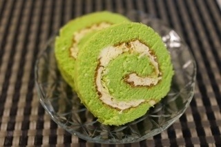ブンガワンソロのパンダンチーズロールは、シンガポールのローカルお菓子の中でも上位の美味しさだと思ってます
