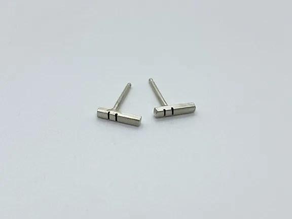 taraelaina silver stick earrings short