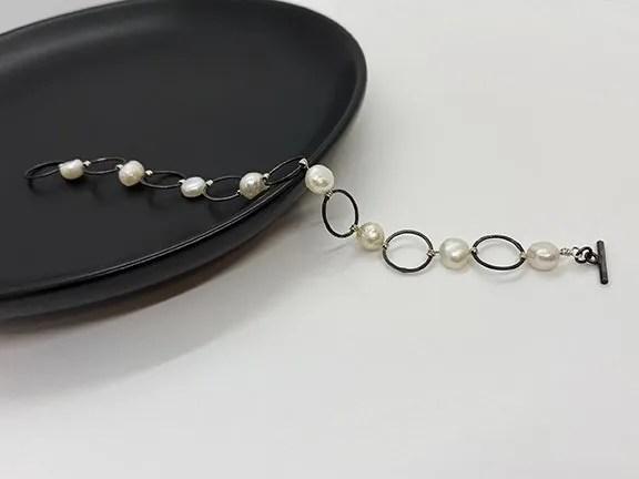 Black silver circle pearl chain bracelet
