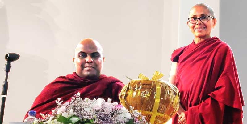 Galigamuwe Gnanadeepa Thero with Venerable Tenzin Lekdron