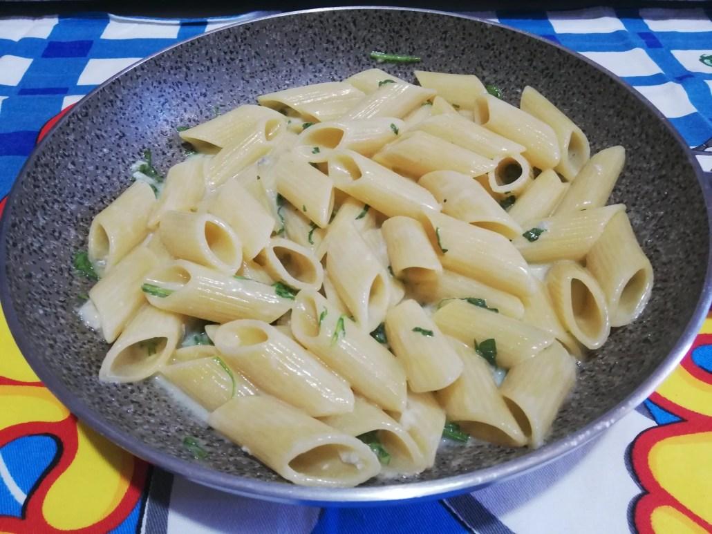 Pennoni rigati rughetta e gorgonzola