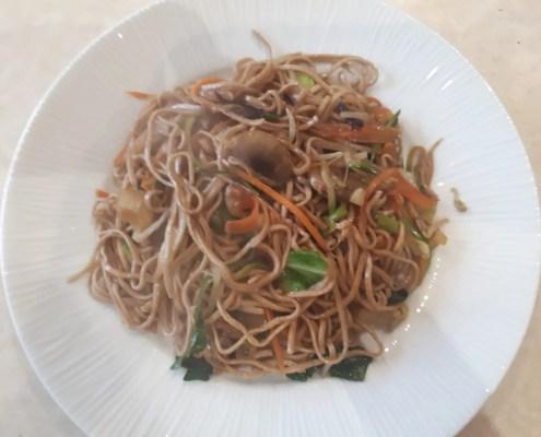 Noodles integrali con verdure miste di Sonia
