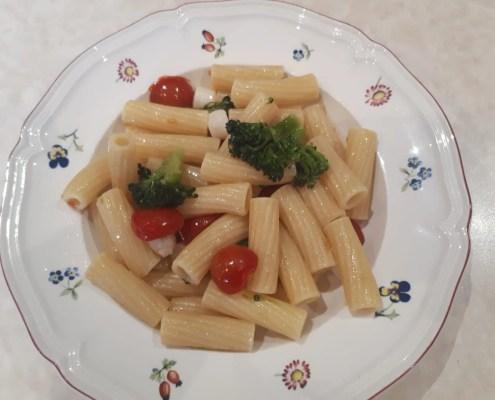 Rigatoni con broccoli, mini capesante e pomodorini di Sonia