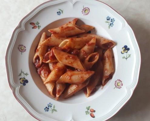 Pennoni al sugo con tapenade di olive kalamata di sonia