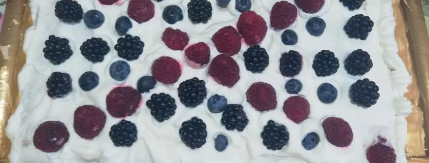 Torta-ai-frutti-di-bosco-senza-glutine-e-senza-lattosio