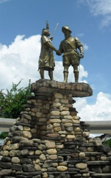 statue-lamas-tarapoto-peru
