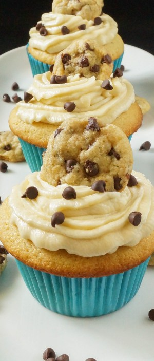 chocolate chip cookie dough cupcakes (2 of 5)