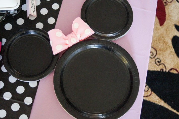 Black paper plates arranged into the shape of Minnie Mouse.