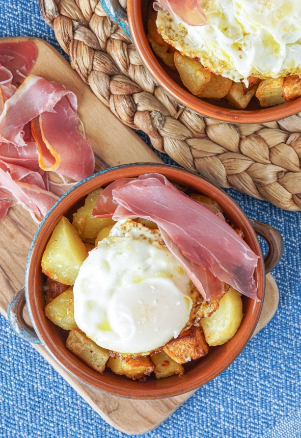 Ous Estrellats (Fried Eggs and Potatoes) with ham