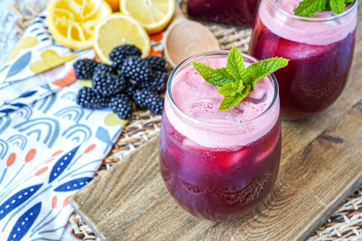 Mint Blackberry Lemonade (Limonada de Mora y Menta) in two glasses with fresh mint.