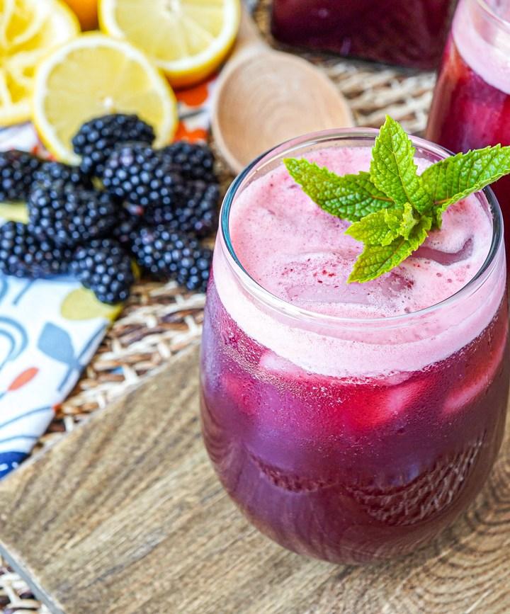 Mint Blackberry Lemonade (Limonada de Mora y Menta) in two glasses with mint sprigs.