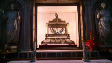 Said to be the chains that imprisoned St Peter in Rom.