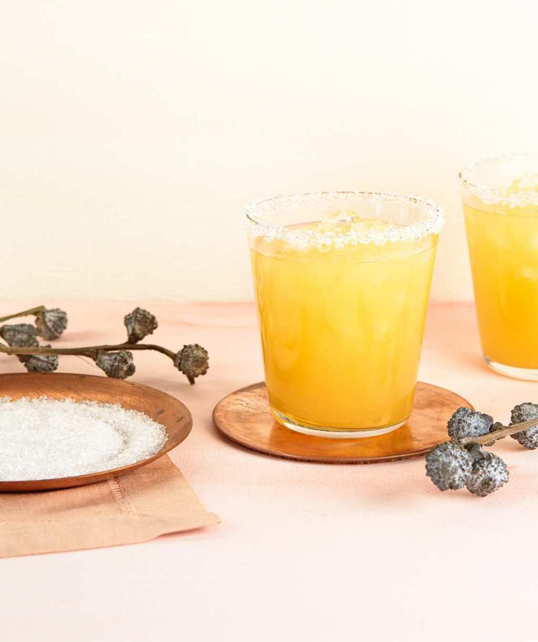 Peach Ginger Fizz is a refreshing cocktail with the juiciness of fruit flavor. Make a mocktail the entire family can enjoy.
