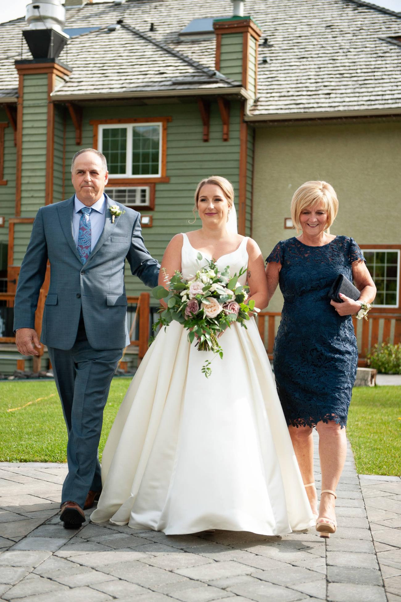 Bride walks down the aisle at her Creekside Villa wedding captured by Tara Whittaker Photography