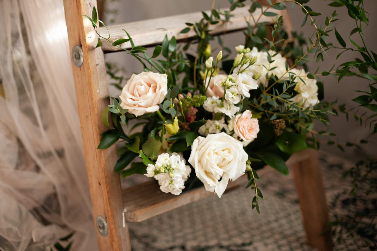 Peach and vanilla roses captured by Tara Whittaker Photography