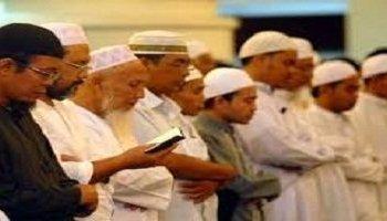 Hukum Membaca al-Qur'an dari Mushaf saat Salat