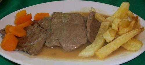 شرحات لحم مطفاية بالحمض والثوم مع الخضار والرز الأبيض
