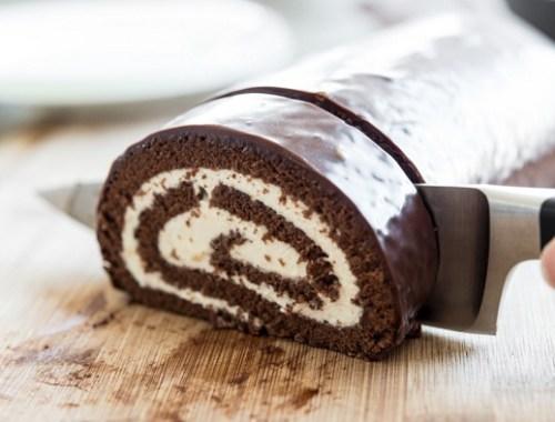 طريقة عمل سويسرول بالشوكولا والكريمة