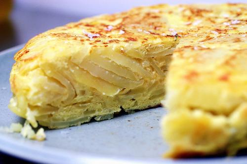 طريقة عمل خبز التورتيلا بالبطاطا والكزبرة