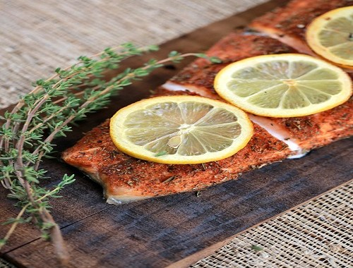 طريقة عمل سمك السلمون المشوي بالليمون