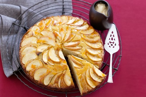 كيكة التفاح بدون بيض بالصورة