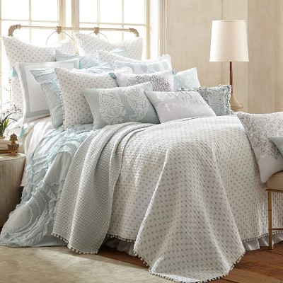 astoria spa medallion quilt set king quilt and two king pillow shams white spa blue levtex home