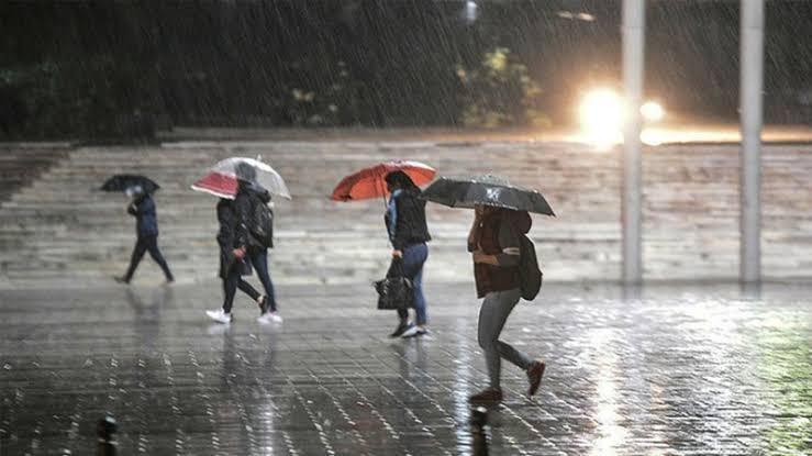 Afrika Sıcakları Yerini Yağışlı Havaya Bıraktı