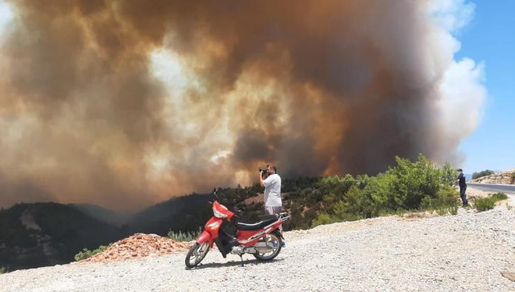 Antalya'da Çıkan Orman Yangınına Hava ve Karadan Müdahale Ediliyor