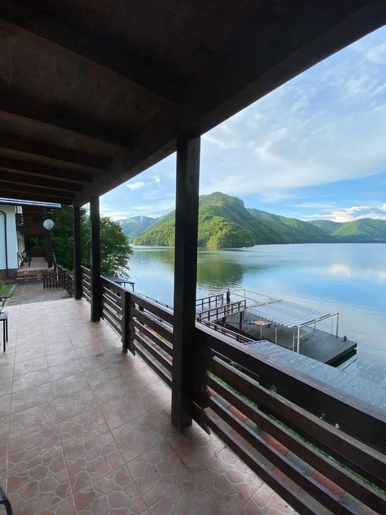 Twin Lake House 11