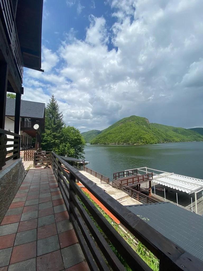 Twin Lake House 1