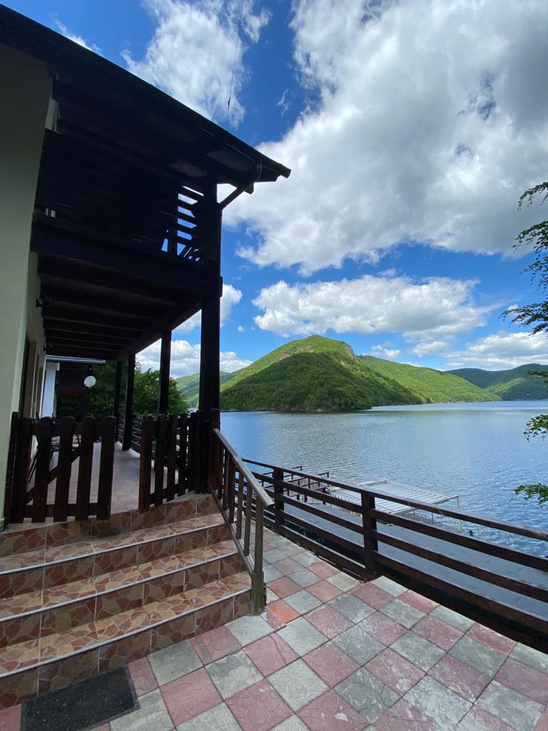 Twin Lake House 3