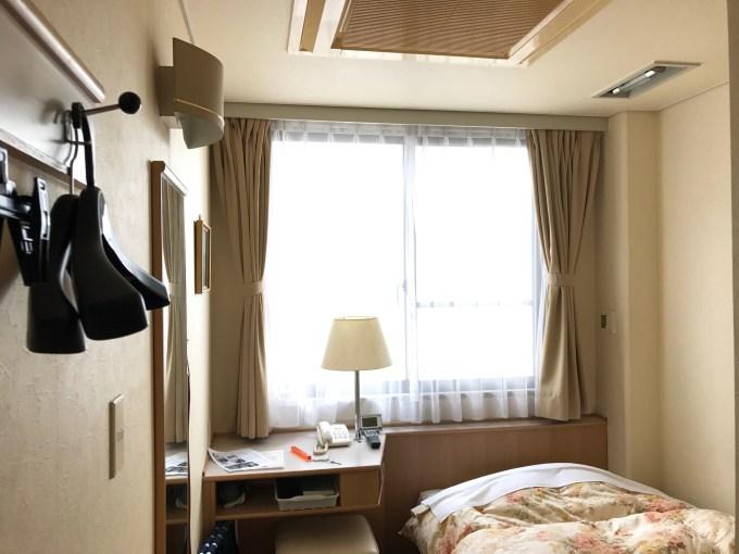 ビジネスホテルサンガーデン松山(窓側)