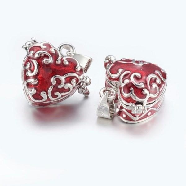 Amuleto en forma de corazón con cofre