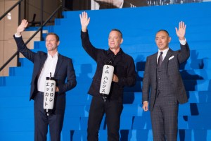 Sully Japan Premiere Red Carpet: Aaron Eckhart, Tom Hanks & Ichikawa Ebizo. Courtesy of Dick Thomas Johnson, Creative Commons Attribution