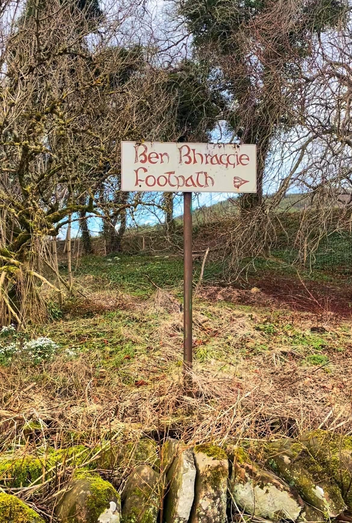 Ben Bhraggie Footpath sign