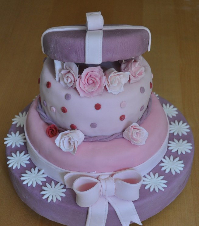 Torte speciali cofanetto di rose