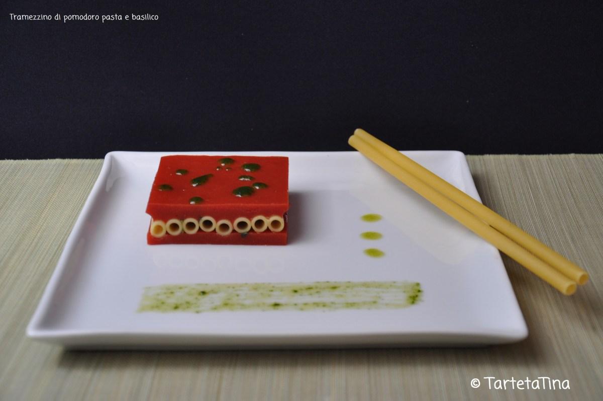 tramezzino di pomodoro pasta e basilico