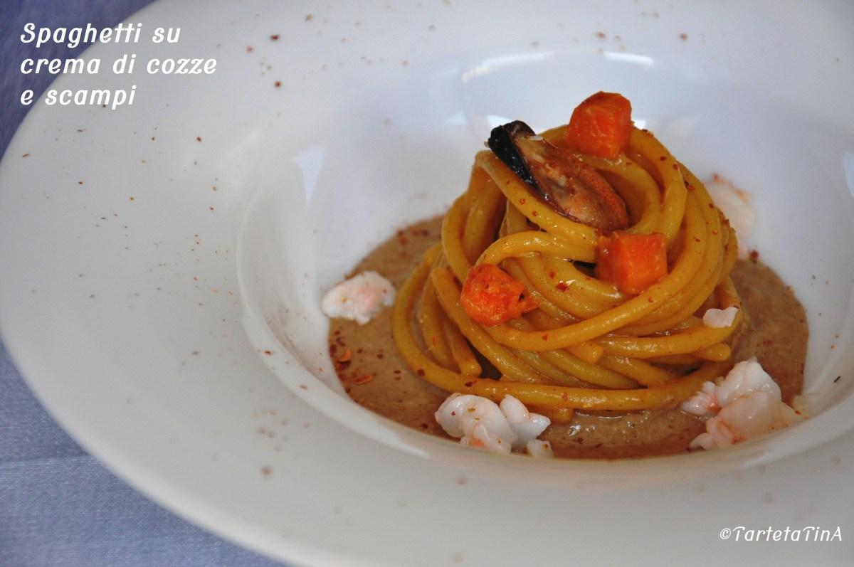 Spaghetti su crema di cozze e scampi