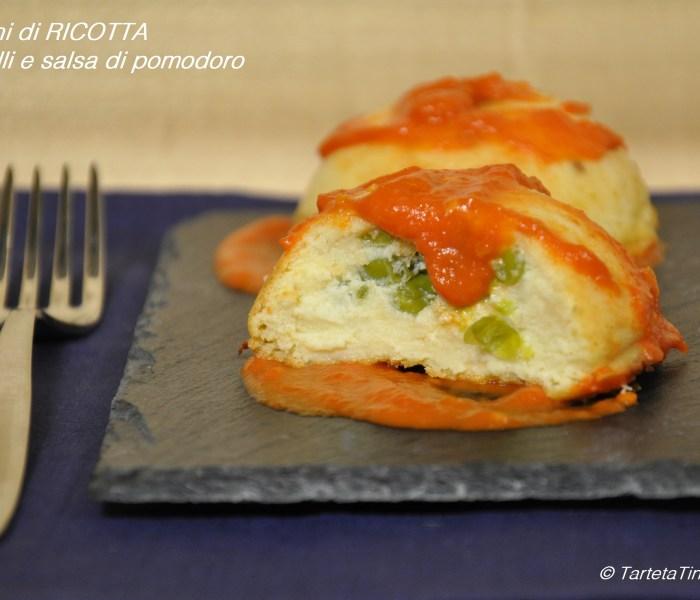 Sformatini di ricotta con piselli e salsa di pomodoro