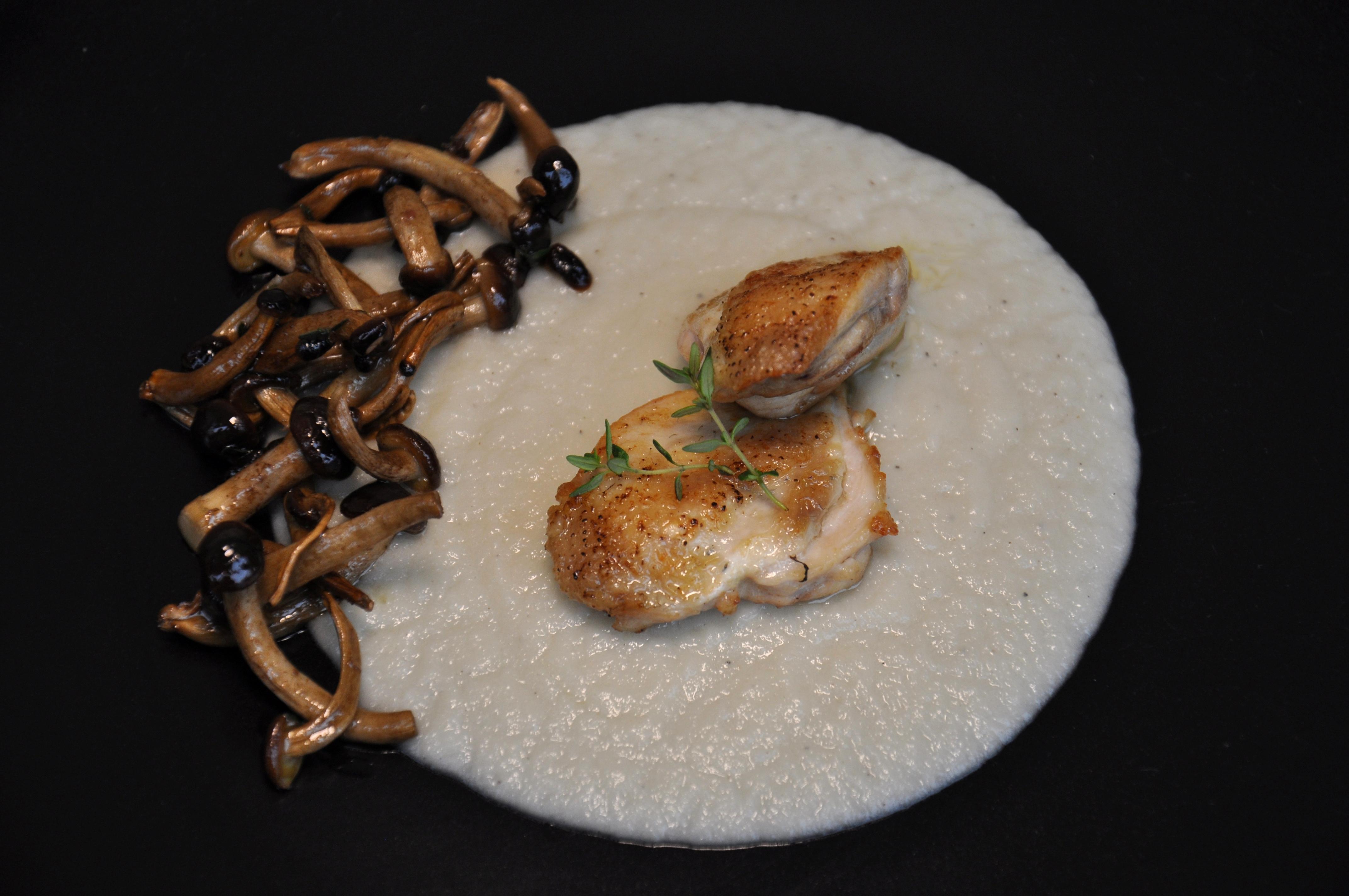 Petto di quaglia con purea di topinambur e funghi pioppini