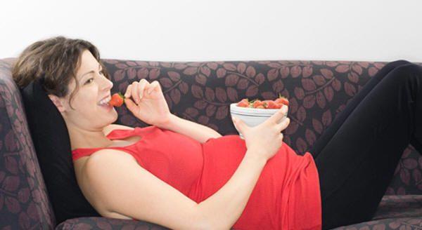 """ارتفاع الدهون في غذاء الأم الحامل """"قد يؤثر على نمو دماغ الجنين"""""""