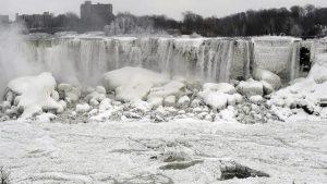 موجات البرد القارس بالولايات المتحدة تجمّد شلالات نياغارا