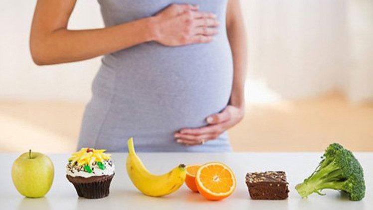 افراط الحامل في الأكل خطر على حياة طفلها