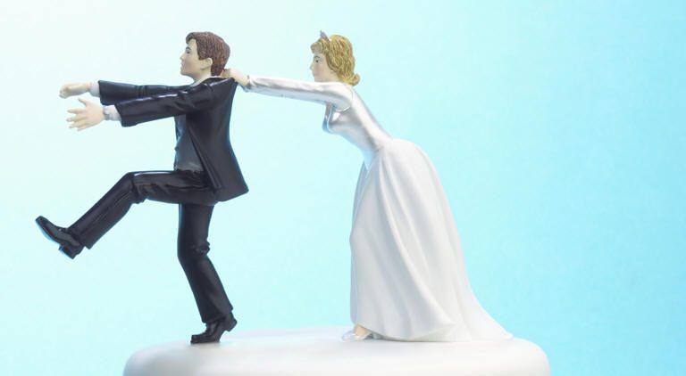 لماذا يتردد الشاب في الزواج؟ أرقام مخيفة للعنوسة في العالم العربي