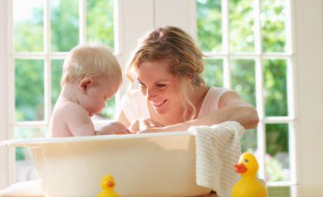 طرق تشجعين بها طفلك على الاستحمام