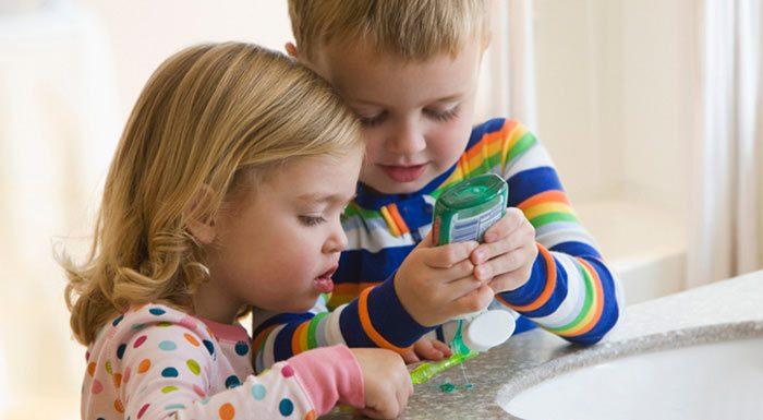تشجيع طفلك على تنظيف أسنانه هي مهمتك أنت